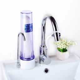 Filtro purificador de agua sobre mesada para filtrar agua potable